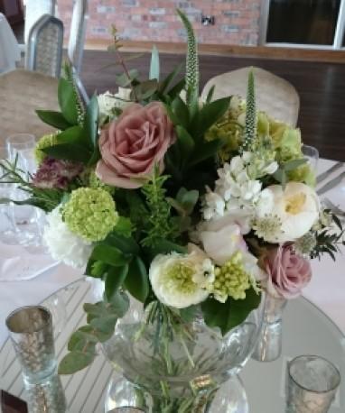 Hand tie in glass bowl vase